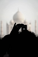 man take a photo temple by phone, Taj Mahal, Agra, India