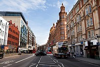Brompton Road, Knightsbridge London - tour bus - taxi - Harrods