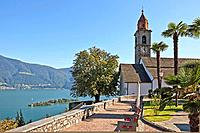 Church of Ronco sopra Ascona and the Lago Maggiore Blicka uf and the Isole di Brissago