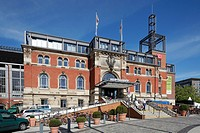 D-Kiel, Kiel Fjord, Baltic Sea, Schleswig-Holstein, main station, station building, brick building, people
