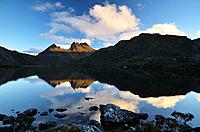 Cradle mountain is perfectly reflected in Dove Lake on a cold fall evening