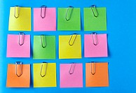 arrangement of memorandum memory post-it with paper clips