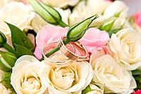 gold rings and rose bouquet