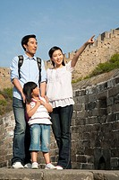 Family tour the Great Wall