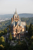 1882 bis 1884 in historistischem Stil als Wohnsitz für den Börsenmakler, Bankier und späteren Baron Stephan von Sarter 1833–1902 gebaut