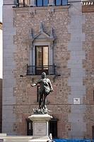Madrid, Platz vor dem Rathaus mit Monumento a Alvaro Bazan