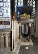 Chor, Reliquienaltar, Hinterbau mit Durchgang unter den Schreinen