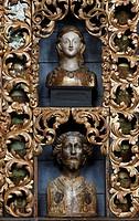 Goldene Kammer mit Reliquienbehältern nach der Restaurierung mit historischer Farbfassung blau, Nordwand