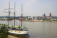 Ship, Dom Cathedral, Rathaus Town_hall, Rheingoldhalle Congress centre, River bank, Mainz, Rhenish Hesse, Rhineland_Palatinate, Germany, Europe