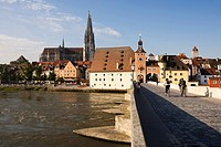 View from the stony bridge at the old town of Regensburg and the river Danube with the bridge tower and the cathedral, Regensburg, Bavaria, Germany, E...