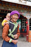 Old Tibetean farmer women with baby in Lhasa, Tibet Autonomous Region, People´s Republic of China