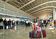 Family at chhatrapati shivaji international airport , santacruz , Mumbai , Maharashtra , India MR689 , MR699 , MR700 , MR701