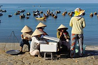 Vietnam, Mui Ne, fishermen wifes taking rest in front of fishing port