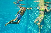 Young couple in swimming pool, underwater view (thumbnail)