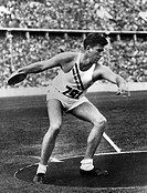 sports, Olympic Games 1936, Berlin, athletics, discus, winner Kenneth Carpenter USA, collecting picture,