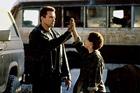 movie, Terminator 2: Judgement Day, USA 1991, director: James Cameron, scene with: Arnold Schwarzenegger, Edward Furlong,