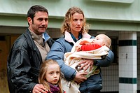 movie, Ricky, FRA / ITA 2009, director: Francois Ozon, scene with: Sergi Lopez, Melusine Mayance, Alexandra Lamy, Arthur Peyret,