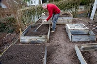 Building a hotbed, filling hotbed with earth