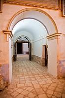 door short corridor