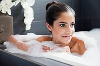 Woman relaxing in bathtube