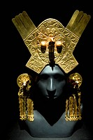 Gold headdress and ear ornaments, Chimu Imperial Epoch 1300 AD–1532 AD. The main design of the headdress is composed of a feline face with a bird´s ...