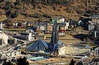 Glasturm des Caldea Thermal Spa Zentrums in Andorra La Vella, Andorra La Vella, Fürstentum Andorra / Glas tower of the Caldea Thermal Spa Centre in An...