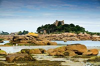 Rocky coast and a mansion Ploumanach  Pink granite coast  Perros-Guirec Breton: Perroz-Gireg is a commune in the Côtes-d´Armor department in Bretagne ...