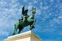 France, Ile de France, Yvelines, Versailles castle, Place d´Armes, Louis XIV´s equestrian statue by Louis Petitot and Pierre Cartelet 1837 ...