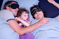 Family co_sleeping