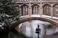 Bridge of Sighs in winter snow, St Johns College, Cambridge, England