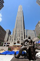 GE Building at the heart of Rockefeller Center  Manhattan  New York City  USA.