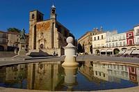 Church of San Martin and monument to Francisco Pizarro on Plaza Mayor (Main Square), Trujillo, Caceres province, Extremadura, Spain, Europe