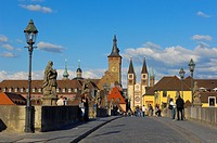 Old Main Bridge, Town Hall and Cathedral, Würzburg, UNESCO World Heritage Site, Romantische Strasse (´Romantic Road´), Franconia, Bavaria, Germany, Eu...