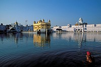 Sikh man taking a holy bath in Amrit Sagar, Lake of Nectar, Golden Temple, Amritsar, Punjab, North India, India, Asia