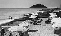 la spiaggia di albenga, isola gallinara, liguria, italia, 1920