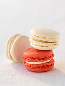 White chocolate macaroons and rose_lychee macaroons