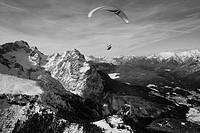 Paragliding, aerial view, Waxenstein, Osterfelder, Zugspitze, Wetterstein Range, Garmisch-Partenkirchen, Oberland, Bavaria, Germany, Europe