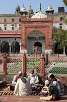India, Delhi, Fatehpuri Masjid, mosque, people,