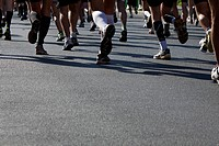 People running a marathon, low section, close_up