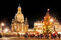 Christmas market at Frauenkirche, Church of Our Lady, Dresden, Saxony, Germany, Europe