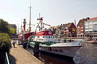 Georg Breusing lifeboat with Deutsche Bucht light vessel museum ship at back, Ratsdelft, Emden harbour, Emden, East Frisia, Lower Saxony, Germany, Eur...
