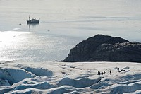 Glacier hikers and excursion boat on Nordenskioelfbreen Glacier, Billefjord, Spitsbergen, Svalbard, Norway, Scandinavia, Europe