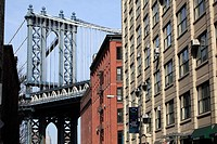 Apartment building in the Dumbo neighborhood of Brooklyn with Manhattan Bridge in the background  Brooklyn  New York City  New York  USA