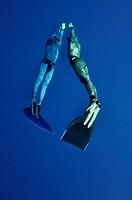 The romantic simultaneous freedive into the depth