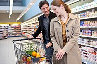 Couple shopping in supermarket (thumbnail)