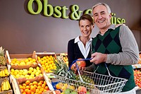 Middle_aged couple shopping in supermarket