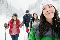 Friends snowshoeing together (thumbnail)