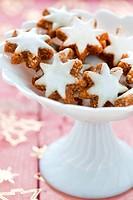 fresh cinnamon cookies in a bowl