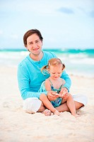 Young father and his adorable little daughter at tropical beach
