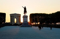 The Peyrou esplanade, towering statue of Louis XIV, Arc de Triomphe, water tower, Montpellier, Hérault, Languedoc-Roussillon, France